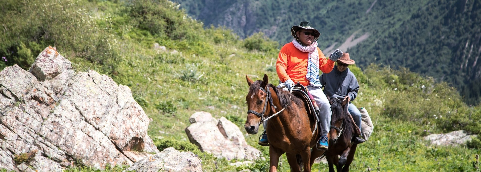 Horse riding in Tien-Shan mountains - Trip to Shamsy gorge