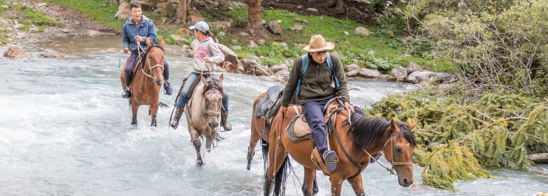 Horse riding in Chon-Kemin valley - Adventure tour in Kyrgyzstan