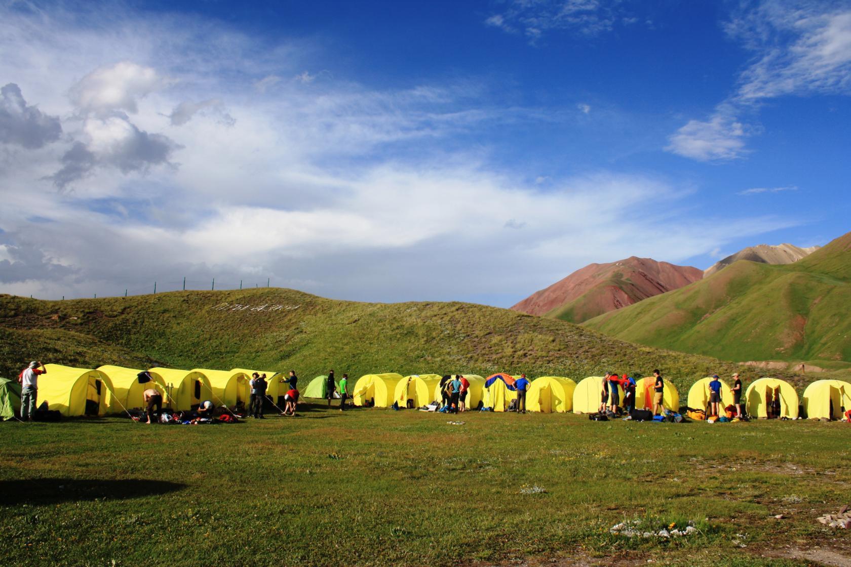 Палаточный лагерь в Ачик-Таше