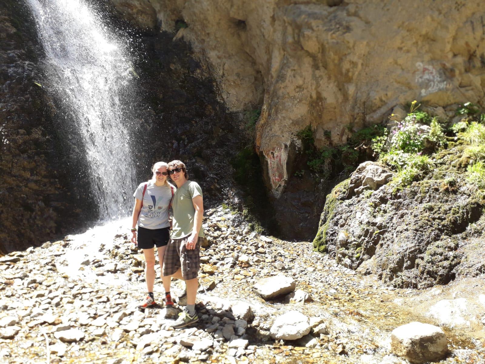 >У Иссык-Атинского водопада