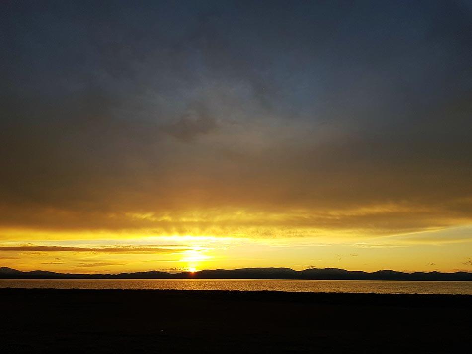 >Закат на озере Сон-Куль