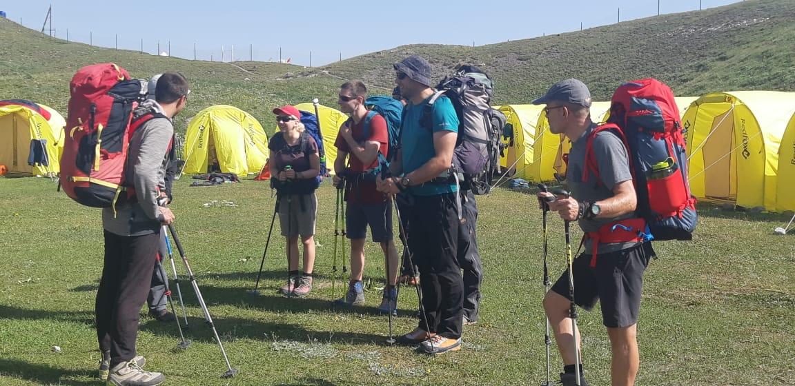 >Альпинисты в базовом лагере