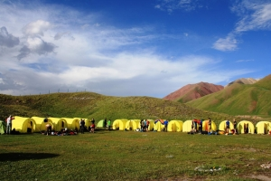 Палатки в базовом лагере по пиком Ленина / Tents at Lenin peak BC